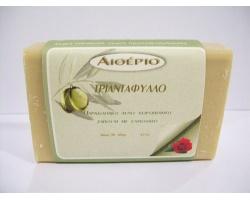 Novomed ΑΙΘΕΡΙΟ, Χειροποίητο σαπούνι από αγνό ελαιόλαδο και τριαντάφυλλο με αντιρυτιδικές και ενυδατικές ιδιότητες 100g