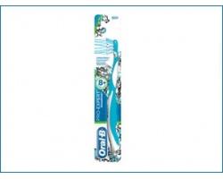 Oral-B Pro-expert Cross Action Οδοντόβουρτσα για 8+ ετών (Soft) για αγόρι
