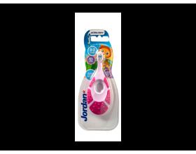 Jordan AS Oral care Step by Step 0-2 Οδοντόβουρτσα με μασητικό για τα ούλα βρεφικής ηλικίας χρώμα ρόζ - φούξια 1 τμχ